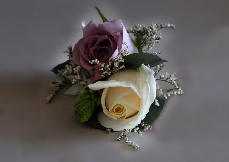 Read more about the article Buttonholes and Corsages
